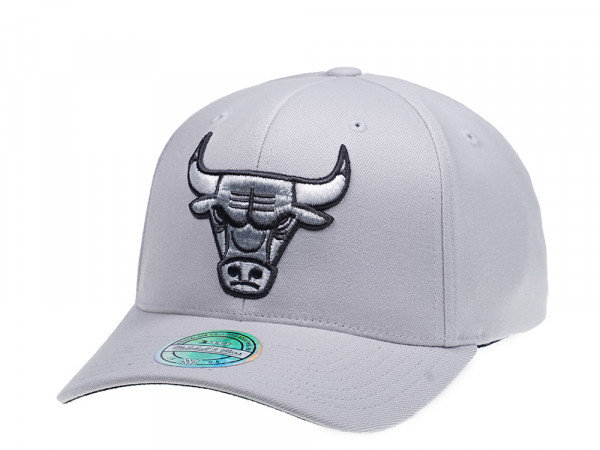 Mitchell & Ness Chicago Bulls Flexfit 110 Team Logo Snapback Cap
