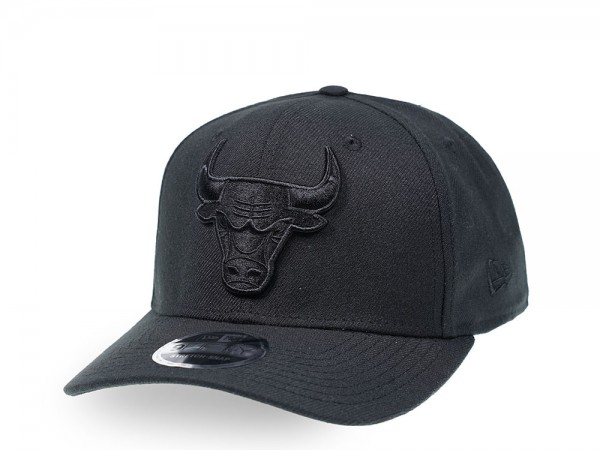 New Era Chicago Bulls Black on Black 9Fifty Stretch Snapback Cap